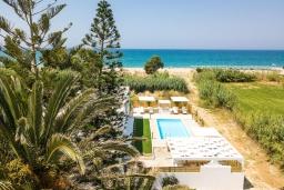 Территория. Греция, Ретимно : Роскошная пляжная вилла с бассейном и двориком с барбекю, 3 спальни, 2 ванные комнаты, парковка, Wi-Fi