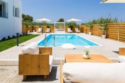 Патио. Греция, Ретимно : Роскошная пляжная вилла с бассейном и двориком с барбекю, 3 спальни, 2 ванные комнаты, парковка, Wi-Fi