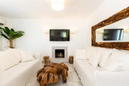 Гостиная. Греция, Ретимно : Роскошная пляжная вилла с бассейном и двориком с барбекю, 3 спальни, 2 ванные комнаты, парковка, Wi-Fi