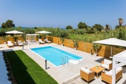 Бассейн. Греция, Ретимно : Роскошная пляжная вилла с бассейном и двориком с барбекю, 3 спальни, 2 ванные комнаты, парковка, Wi-Fi