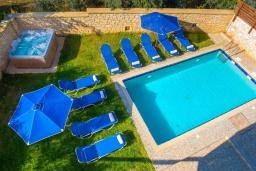 Бассейн. Греция, Ретимно : Прекрасная вилла с бассейном и джакузи, 8 спален, 5 ванных комнат, барбекю, бильярд, тренажерный зал, парковка, Wi-Fi