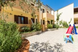 Территория. Греция, Ретимно : Прекрасная вилла с бассейном и джакузи, 8 спален, 5 ванных комнат, барбекю, бильярд, тренажерный зал, парковка, Wi-Fi