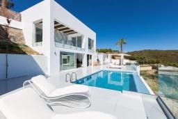 Фасад дома. Греция, Бали : Современная вилла с бассейном и видом на море, 3 спальни, 3 ванные комнаты, барбекю, парковка, Wi-Fi