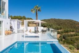 Бассейн. Греция, Бали : Современная вилла с бассейном и видом на море, 3 спальни, 3 ванные комнаты, барбекю, парковка, Wi-Fi