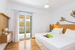 Спальня. Греция, Ретимно : Современная вилла в 50 метрах от пляжа с бассейном и джакузи, 2 спальни, барбекю, парковка, Wi-Fi