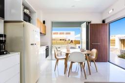Кухня. Греция, Ретимно : Современная вилла в 50 метрах от пляжа с бассейном и джакузи, 3 спальни, 2 ванные комнаты, барбекю, парковка, Wi-Fi