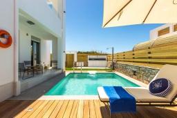 Бассейн. Греция, Ретимно : Современная вилла в 50 метрах от пляжа с бассейном и джакузи, 3 спальни, 2 ванные комнаты, барбекю, парковка, Wi-Fi