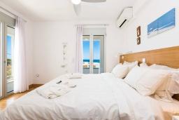 Спальня 2. Греция, Ретимно : Современная вилла в 50 метрах от пляжа с бассейном и джакузи, 3 спальни, 2 ванные комнаты, барбекю, парковка, Wi-Fi