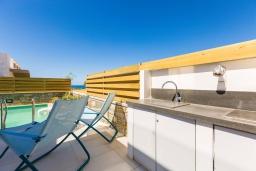 Территория. Греция, Ретимно : Современная вилла в 50 метрах от пляжа с бассейном и джакузи, 2 спальни, 2 ванные комнаты, барбекю, парковка, Wi-Fi