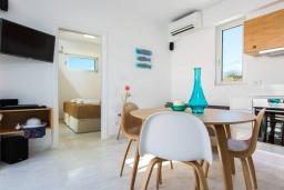 Гостиная. Греция, Ретимно : Современная вилла в 50 метрах от пляжа с бассейном и джакузи, 2 спальни, 2 ванные комнаты, барбекю, парковка, Wi-Fi