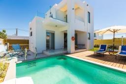 Фасад дома. Греция, Ретимно : Современная вилла в 50 метрах от пляжа с бассейном и джакузи, 2 спальни, 2 ванные комнаты, барбекю, парковка, Wi-Fi