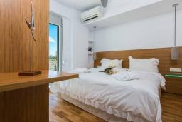 Спальня 2. Греция, Ретимно : Современная вилла в 50 метрах от пляжа с бассейном и джакузи, 2 спальни, 2 ванные комнаты, барбекю, парковка, Wi-Fi