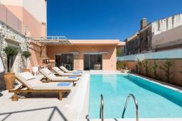 Бассейн. Греция, Аделе : Роскошная вилла с бассейном и двориком с барбекю, 5 спален, 5 ванных комнат, Wi-Fi