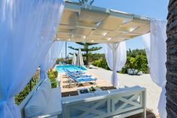 Патио. Греция, Аделе : Уютная вилла с бассейном и двориком с барбекю, 6 спален, 2 ванные комнаты, парковка, Wi-Fi