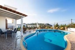 Бассейн. Греция,  Ханья : Прекрасная вилла с бассейном и видом на море, 4 спальни, 3 ванные комнаты, барбекю, парковка, Wi-Fi
