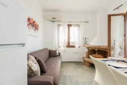 Гостиная. Греция,  Ханья : Прекрасная вилла с бассейном и видом на море, 4 спальни, 3 ванные комнаты, барбекю, парковка, Wi-Fi