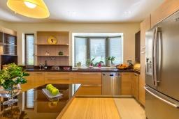 Кухня. Греция, Малеме : Роскошная вилла с бассейном и зеленым двориком с барбекю, 6 спален, 6 ванных комнат, джакузи, парковка, Wi-Fi