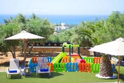 Детская площадка. Греция, Скалета : Роскошная вилла с большим бассейном и зеленым двориком с барбекю, 5 спален, 2 ванные комнаты, джакузи, детская площадка, парковка, Wi-Fi