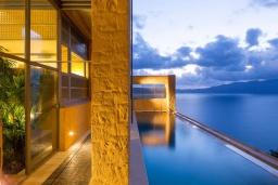 Бассейн. Греция, Киссамос Кастели : Роскошная вилла с бассейном, джакузи и шикарным видом на море, 2 спальни, 3 ванные комнаты, сауна, барбекю, парковка, Wi-Fi