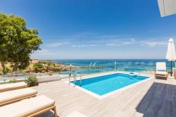 Бассейн. Греция, Панормо : Роскошная вилла в 20 метрах от пляжа с бассейном и шикарным видом на море, 4 спальни, 4 ванные комнаты, парковка, Wi-Fi