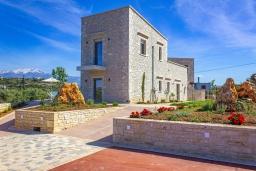 Фасад дома. Греция, Панормо : Прекрасная вилла с бассейном и двориком с барбекю, 2 спальни, 2 ванные комнаты, парковка, Wi-Fi
