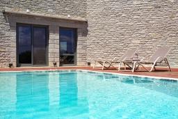 Бассейн. Греция, Панормо : Прекрасная вилла с бассейном и двориком с барбекю, 2 спальни, 2 ванные комнаты, парковка, Wi-Fi