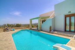 Бассейн. Греция, Аделе : Уютная вилла с бассейном и двориком с барбекю, 3 спальни, 2 ванные комнаты, парковка, Wi-Fi