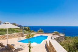 Бассейн. Греция, Плакиас : Роскошная вилла с бассейном и видом на море, 4 спален, 4 ванные комнаты, барбекю, парковка, Wi-Fi