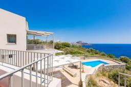 Территория. Греция, Плакиас : Роскошная вилла с бассейном и видом на море, 4 спален, 4 ванные комнаты, барбекю, парковка, Wi-Fi