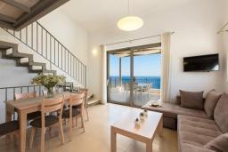 Гостиная. Греция, Плакиас : Роскошная вилла с бассейном и видом на море, 4 спален, 4 ванные комнаты, барбекю, парковка, Wi-Fi