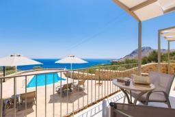 Балкон. Греция, Плакиас : Роскошная вилла с бассейном и видом на море, 4 спален, 4 ванные комнаты, барбекю, парковка, Wi-Fi