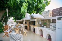 Терраса. Греция, Коккини Хани : Роскошная вилла с бассейном, зеленной территорией и барбекю, 5 спален, 4 ванные комнаты, парковка, Wi-Fi