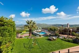 Территория. Греция, Коккини Хани : Роскошная вилла с бассейном, зеленной территорией и барбекю, 5 спален, 4 ванные комнаты, парковка, Wi-Fi