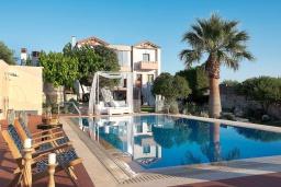 Фасад дома. Греция, Коккини Хани : Роскошная вилла с бассейном, зеленной территорией и барбекю, 5 спален, 4 ванные комнаты, парковка, Wi-Fi