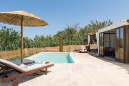 Бассейн. Греция, Платаньяс : Уютная вилла с бассейном и зеленым двориком с барбекю, парковка, Wi-Fi