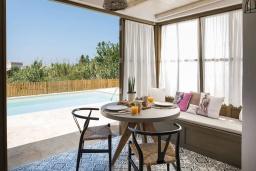 Гостиная. Греция, Платаньяс : Уютная вилла с бассейном и зеленым двориком с барбекю, парковка, Wi-Fi