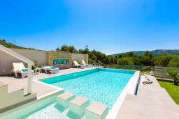 Бассейн. Греция, Малеме : Прекрасная вилла с бассейном и зеленым двориком с барбекю, 2 спальни, парковка, Wi-Fi
