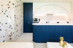 Кухня. Греция, Бали : Современная пляжная вилла с бассейном и шикарным видом на море, 2 спальни, 2 ванные комнаты, парковка, Wi-Fi
