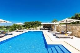 Бассейн. Греция, Ретимно : Роскошная вилла с бассейном и зеленом двориком с барбекю, 2 гостиные, 5 спален, 2 ванные комнаты, парковка, Wi-Fi