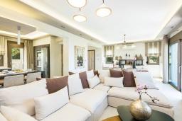 Гостиная. Греция, Ретимно : Роскошная вилла с бассейном и зеленом двориком с барбекю, 2 гостиные, 5 спален, 2 ванные комнаты, парковка, Wi-Fi