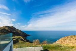 Вид на море. Греция, Панормо : Современная вилла с бассейном и шикарным видом на море, 2 гостиные, 3 спальни, 3 ванные комнаты, барбекю, парковка, Wi-Fi