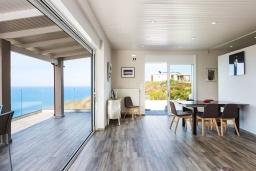 Гостиная. Греция, Панормо : Современная вилла с бассейном и шикарным видом на море, 2 гостиные, 3 спальни, 3 ванные комнаты, барбекю, парковка, Wi-Fi
