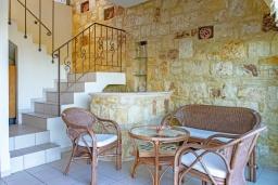 Обеденная зона. Греция, Айя Пелагия : Современная вилла в 100 метрах от пляжа с бассейном и видом на море, 2 спальни, 2 ванные комнаты, барбекю, парковка, Wi-Fi