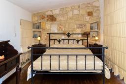 Спальня. Греция, Айя Пелагия : Современная вилла в 100 метрах от пляжа с бассейном и видом на море, 2 спальни, 2 ванные комнаты, барбекю, парковка, Wi-Fi