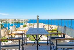 Балкон. Греция, Айя Пелагия : Современная вилла в 100 метрах от пляжа с бассейном и видом на море, 2 спальни, 2 ванные комнаты, барбекю, парковка, Wi-Fi