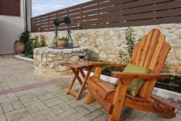 Терраса. Греция, Ретимно : Роскошная вилла с бассейном и двориком с барбекю, 2 гостиные, 5 спален, 3 ванные комнаты, парковка, Wi-Fi