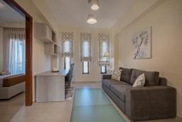 Гостиная. Греция, Ретимно : Роскошная вилла с бассейном и двориком с барбекю, 2 гостиные, 5 спален, 3 ванные комнаты, парковка, Wi-Fi