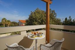Балкон. Греция, Ретимно : Роскошная вилла с бассейном и двориком с барбекю, 2 гостиные, 5 спален, 3 ванные комнаты, парковка, Wi-Fi