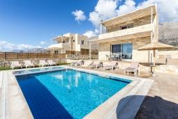 Фасад дома. Греция, Превели : Современная вилла с бассейном и видом на море, 3 спальни, 3 ванные комнаты, барбекю, парковка, Wi-Fi