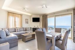 Гостиная. Греция, Превели : Современная вилла с бассейном и видом на море, 3 спальни, 3 ванные комнаты, барбекю, парковка, Wi-Fi